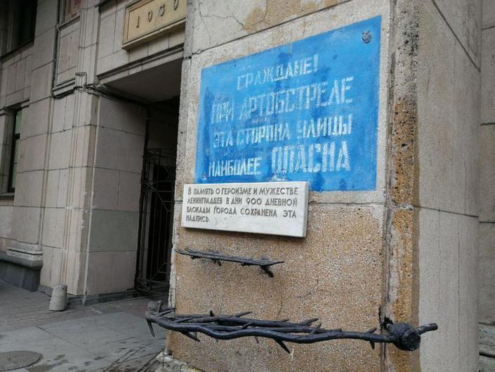 Саратове, В Саратове брошенный хозяином бультерьер ворвался в магазин и покусал мать с ребёнком