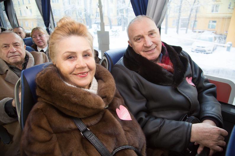 пассажирами, В День влюблённых пассажирами «Доброго автобуса» стали пожилые семейные пары