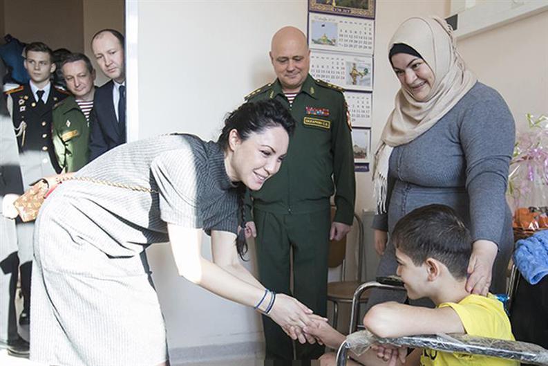 Сабина Цветкова приехала в госпиталь для поздравления мальчика