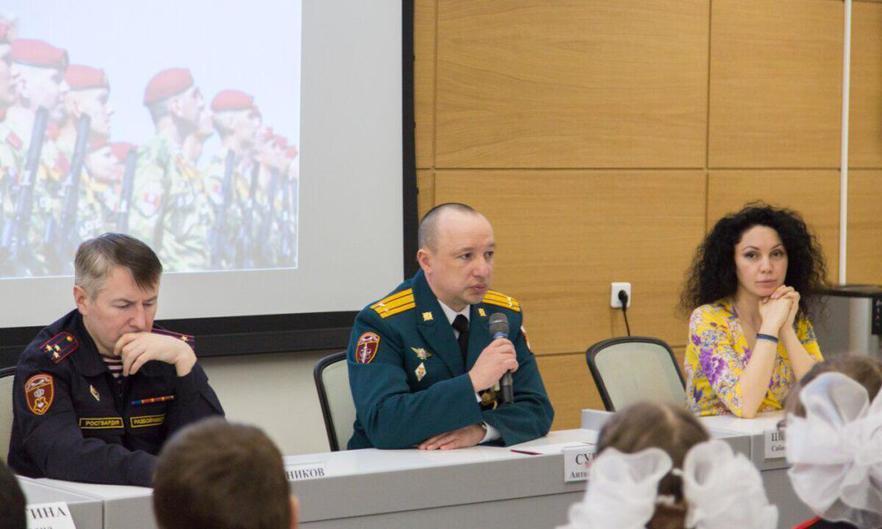 Сабина Цветкова встретилась с молодёжью в парке Зарядье