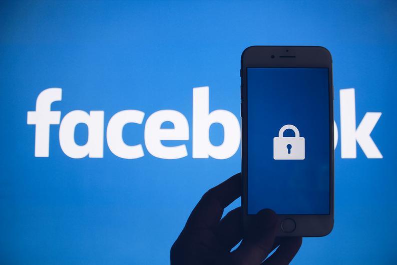 Facebook отменил верификацию страницы Аксёнова