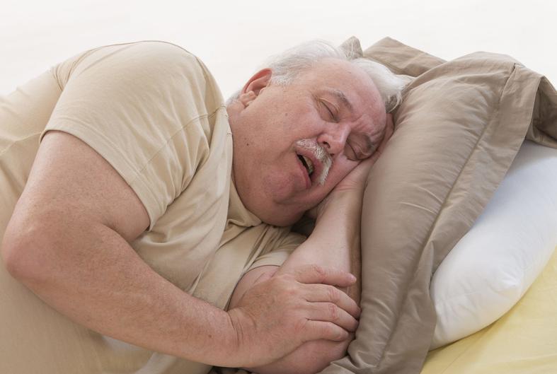 Старик спит