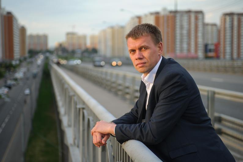 блокадникам, Мех, стыд и жлобство: Крымские чиновницы в шубах подарили блокадникам… по батону и медальке