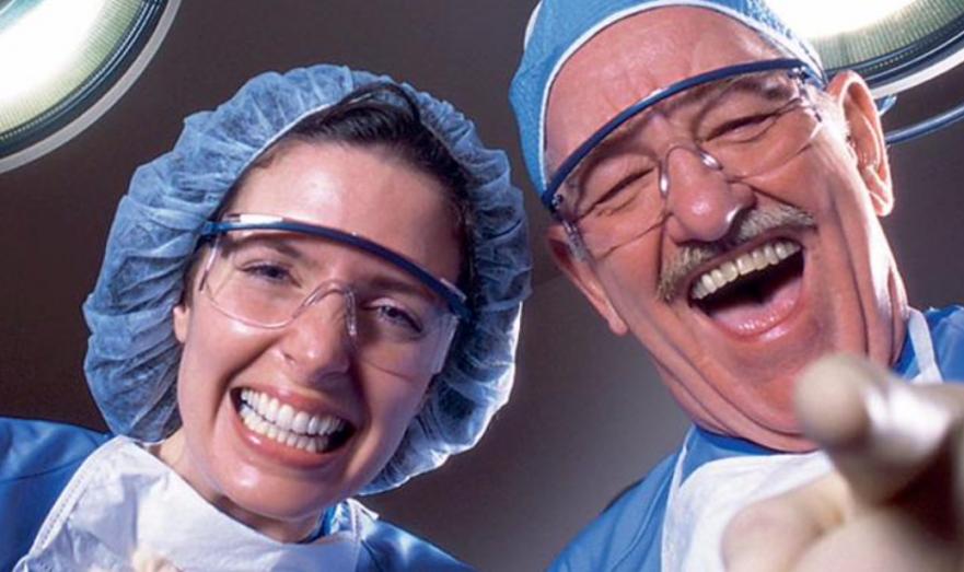 Стоматологи издеваются над клиентами