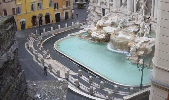 Фонтан Треви в Риме после введения карантина
