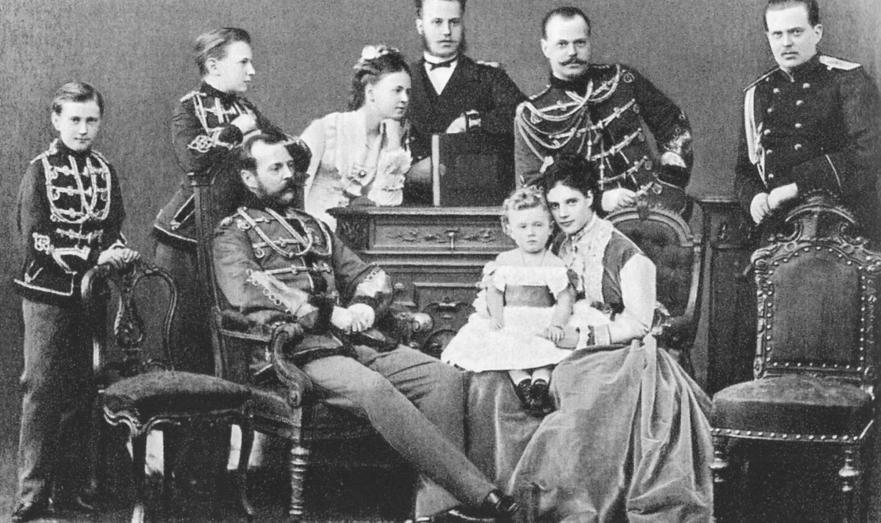 Александр II с семьёй