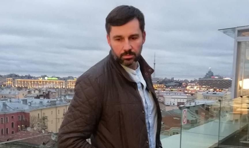 Максим Суров