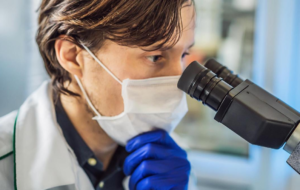 вакцинации, Повторное заражение COVID-19 протекает тяжелее – вирусолог РАН
