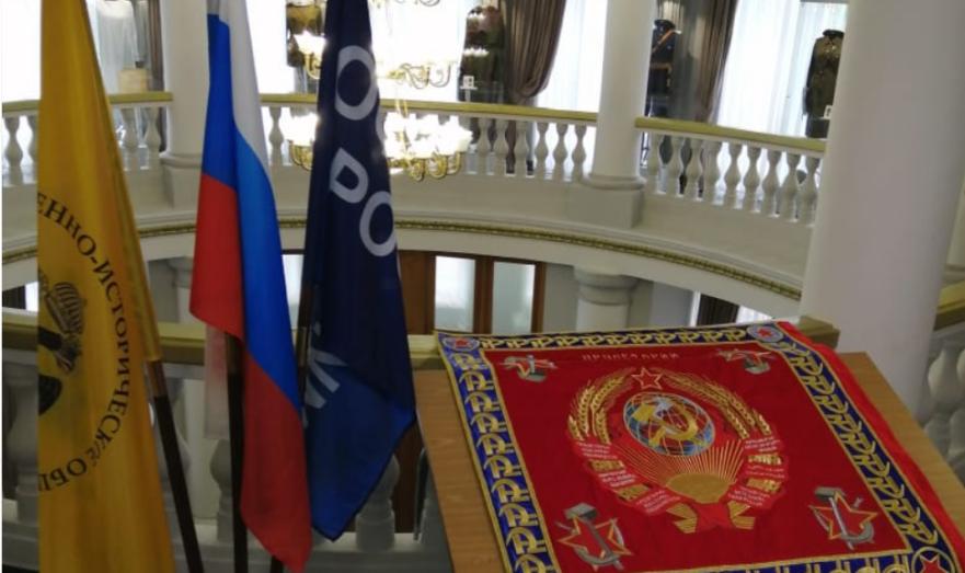 Восстановленное наградное революционное Красное знамя 18-й Ярославской стрелковой дивизии.
