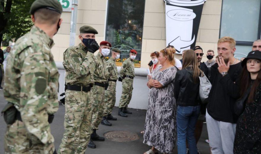 Силовики и протестанты в Белоруссии