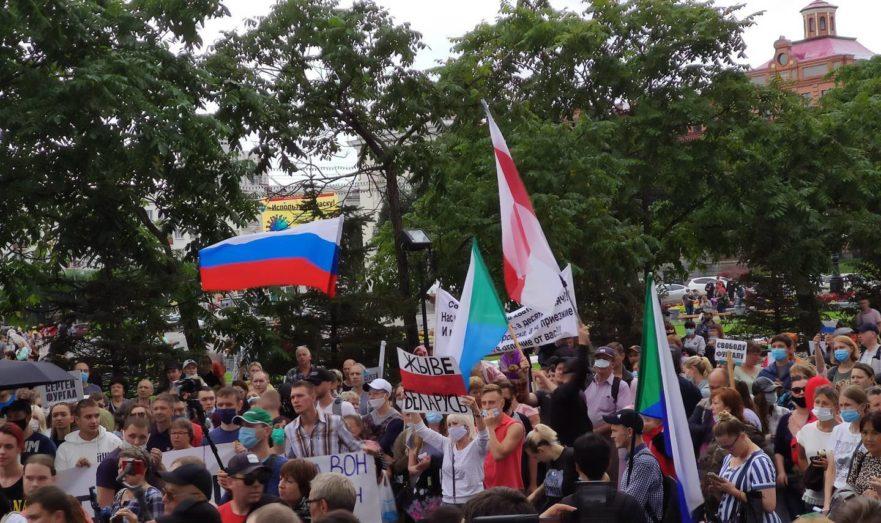Протестующие в Хабаровске поддерживают беспорядки в Белоруссии