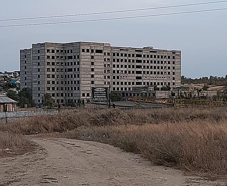 Недостроенное и заброшенное здание больницы в г. Камышин Волгоградской области.