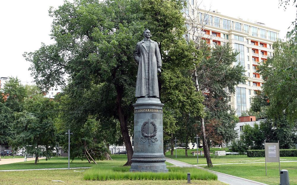 Памятник Феликсу Дзержинскому в парке Музеон