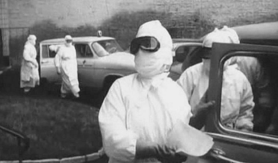 """Кадр из советского фильма """"В город пришла беда"""" (1966 г)."""
