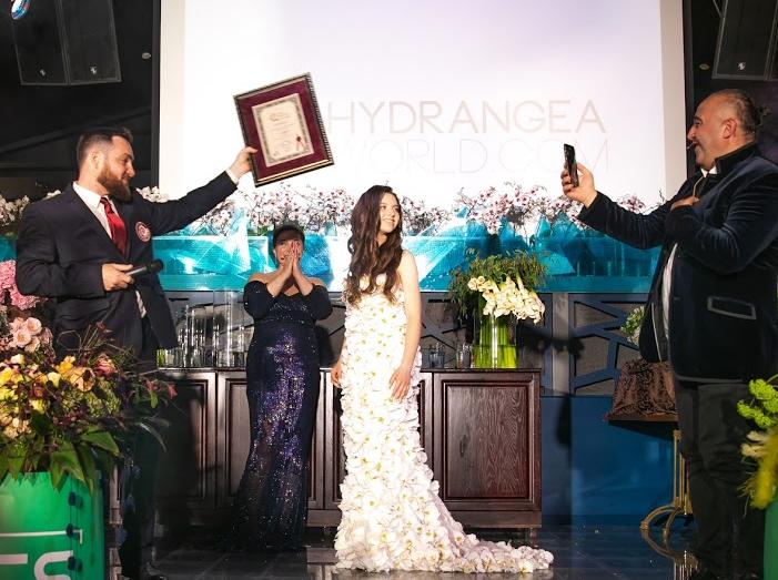 В Москве свадебное платье из орхидей за 6 млн попало в Книгу рекордов Гиннесса