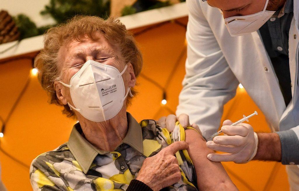 Прививка для пожилых
