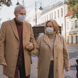 Как пенсионерам получить 10 тысяч рублей за прививку от COVID-19